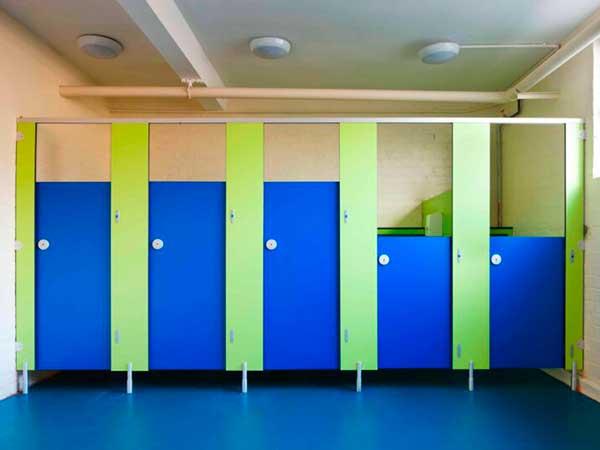 фото 21 - Туалетные кабины для школы / детского сада (конфигурация №3) ЛДСП толщиной 16 мм, стандартные размеры: высота фасада - 2 м, двери и разделительные панели от 1,2 - 1,5 м, глубина от 1 м, зазор от пола - 0,15 м. Изготовление кабин 2-3 р/дня*