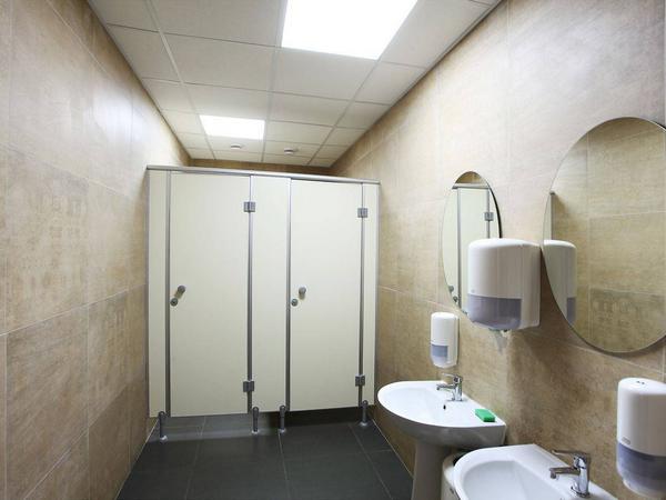 фото №14 - серия ЭКОНОМ, туалетные перегородки ТИП 1 (фасад от стены до стены) ЛДСП 16 мм, пластиковая фурнитура STK 8 (комплект: ручки, опоры, петли)