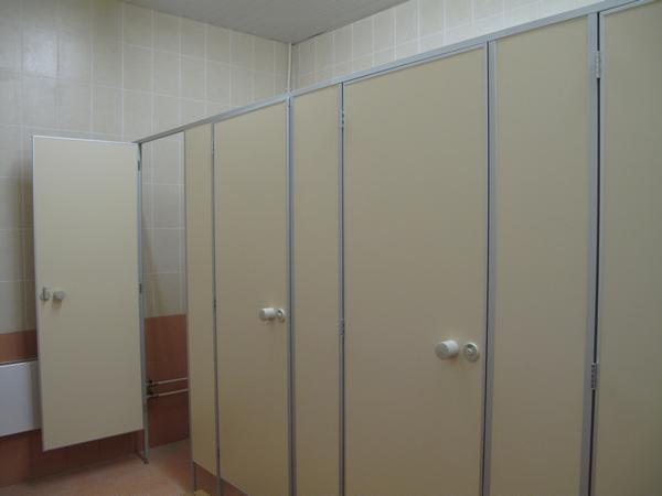 фото №17 - серия СТАНДАРТ, перегородки для общественных туалетов ТИП 1 (фасад без углов) ЛДСП 16 мм, фурнитура пластик STCabine-4, срок изготовления 2-3 дня