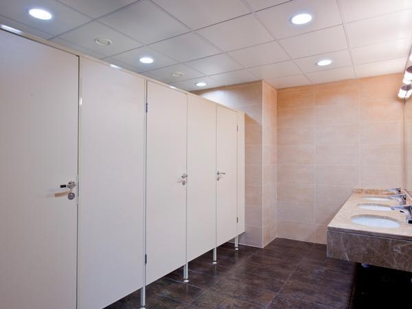 фото №18 - серия БИЗНЕС, кабины туалетные из ДСП ТИП 1 (фасад без углов) фурнитура нажимная ABLOY / APECS, высота - 2 м, ширина - 0.9 м, глубина - 1.2 м