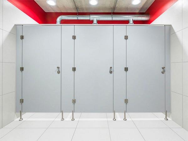 фото №25 - серия ПРЕМИУМ, туалетные перегородки ТИП 1 (фасад без углов) HPL 12 мм, металлическая фурнитура PBA / AMIG, размеры: H=2000 мм, B=1200 мм, L=900 мм