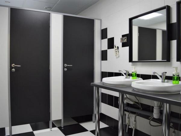 фото №7 - серия БИЗНЕС, кабины для туалета ТИП 1 (фасад от стены до стены) ЛДСП 25 мм, нажимная фурнитура ABLOY с индикацией, размеры: 2 х 1.2 х 1 м